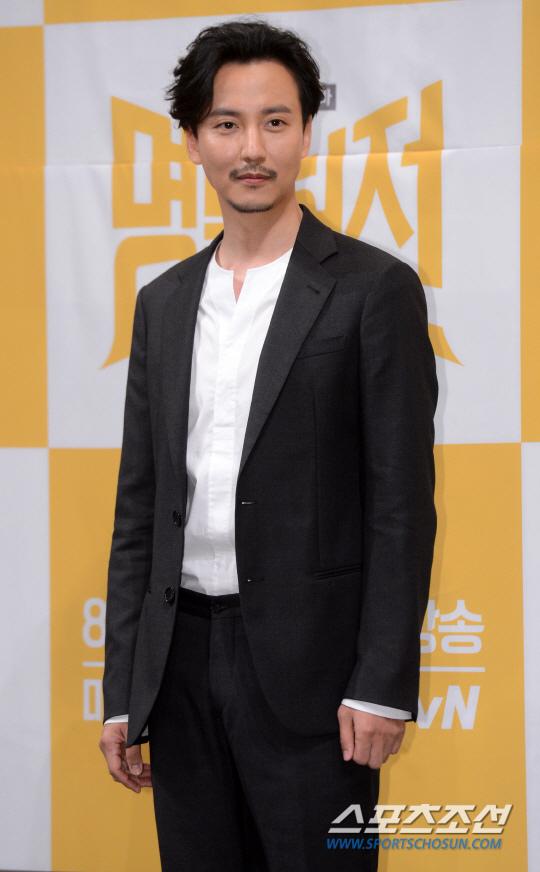《名不虛傳》金南佶久違出演電視劇 談與電影不同之處