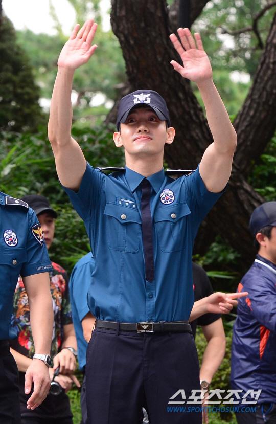 始源昌珉退役 結束21個月義警生活_7