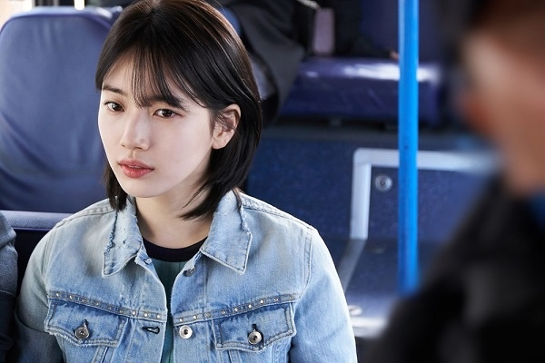 《當你沉睡時》首發劇照 李鍾碩裴秀智緊相依_2