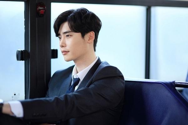 《當你沉睡時》首發劇照 李鍾碩裴秀智緊相依_3