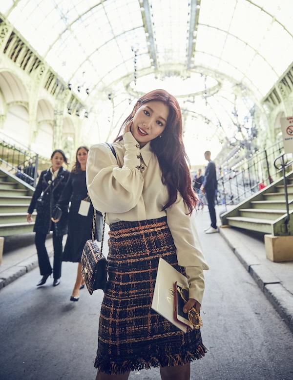 朴信惠出席巴黎時尚活動 女神魅力備受矚目_1