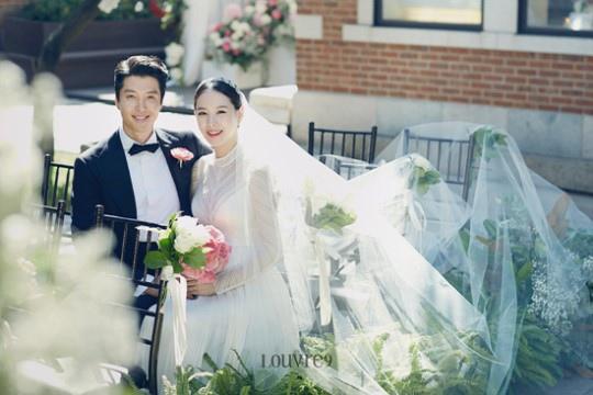 李東健趙胤熙婚照公開 高顏值夫婦展露幸福_2