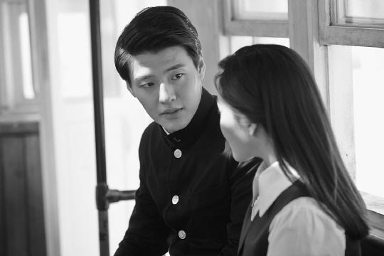 《東柱》定檔2月18日 姜河那談黑白風格影片緣由