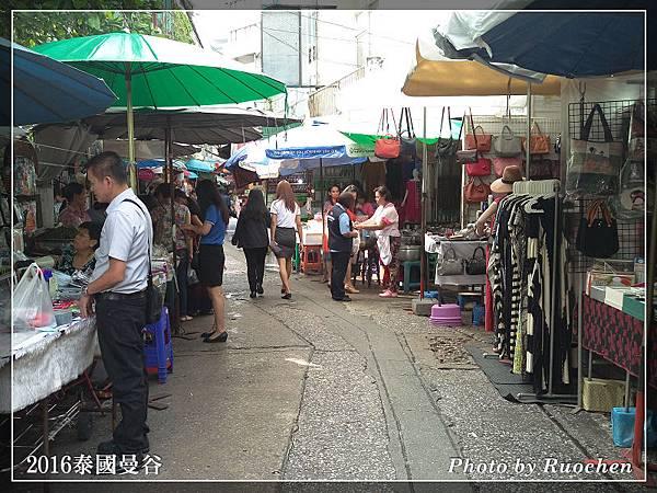 飯店旁的市場