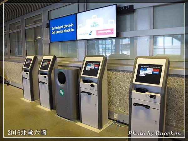 卑爾根機場--自助報到印機票
