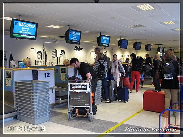 卑爾根機場--自助掛行李