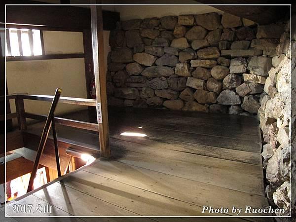 犬山城  原汁原味的石牆