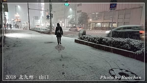 人行道積雪了