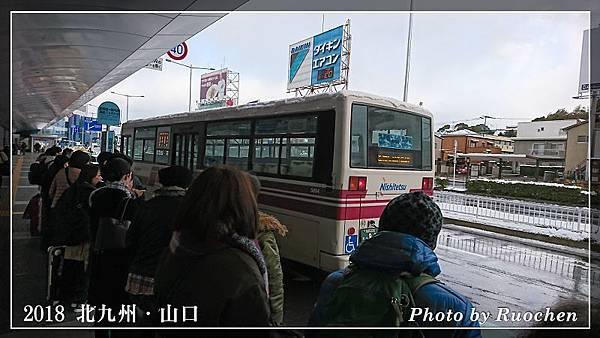 公車車頂積雪未退