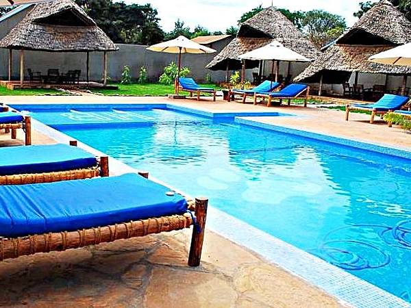 2.泳池.jpg