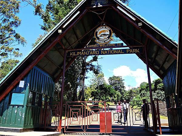 7. Mandara Gate.JPG