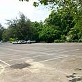 至善營區旁的停車場