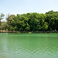 鐘樓靠東的湖面