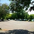 忠靈塔旁的停車場