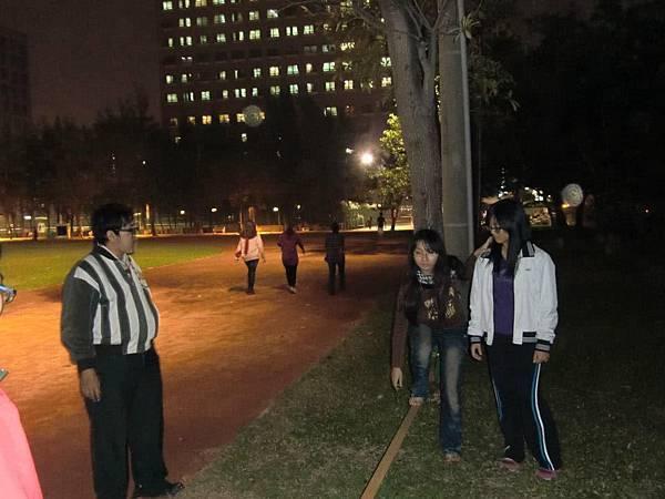 20121225 高醫童軍 走繩活動