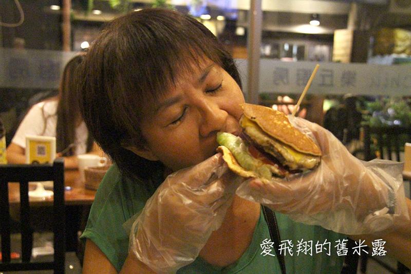台中東海美食藏在巷弄內~樂丘廚房 Leo Chiu的鬆餅堡、蜜糖鬆餅很有飽足感又好美味