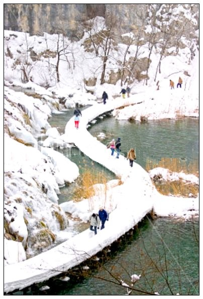 stock-photo-plitvice-winter-landscape-with-lake-path-and-some-tourists-18010366