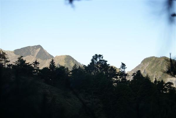 沿途的山景~1