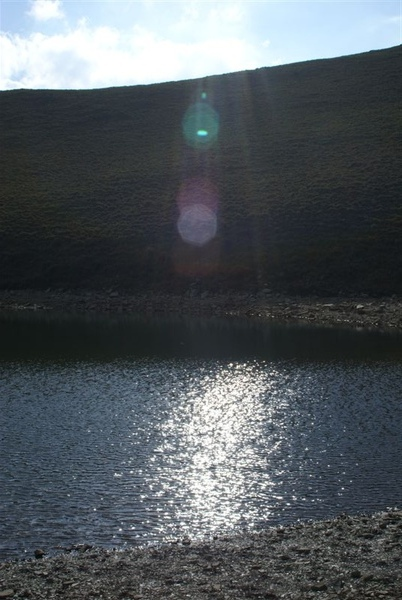 嘉明湖畔夕陽映照