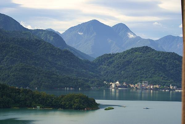 晨起的湖光山色