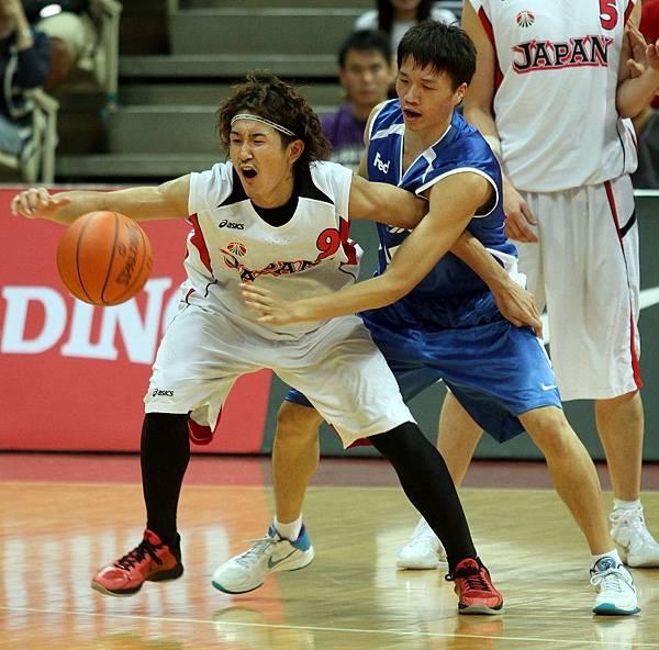 0717-5_日本隊川村卓也(左)中華隊陳靖寰
