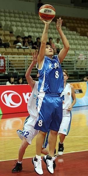 0717-1_大專明星林仙芳(左)
