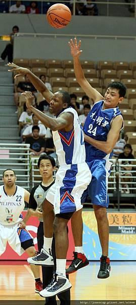 0714-1_大專明星劉元凱(右)菲律賓多西特