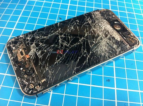 iphone4S:汽車壓過
