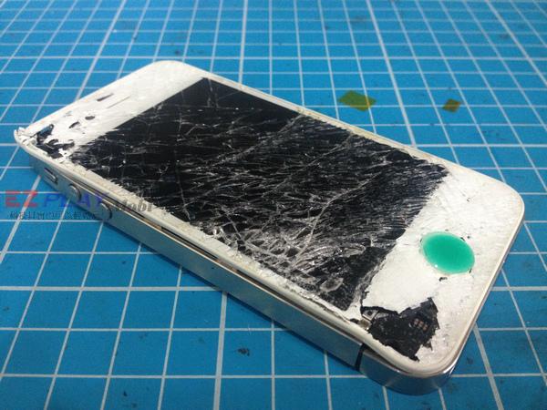 iphone4S:酒醉後吵架怒摔機