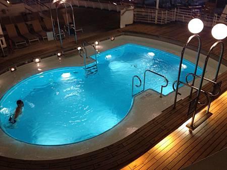 麗星郵輪的泳池