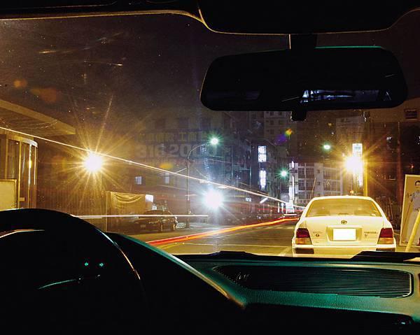 眩光是道路駕駛潛藏危機.jpg