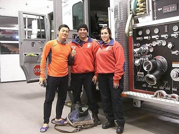 3~1~c~4獲得第一件消防隊T恤.JPG