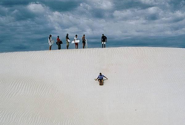 26西澳白沙漠滑沙.jpg