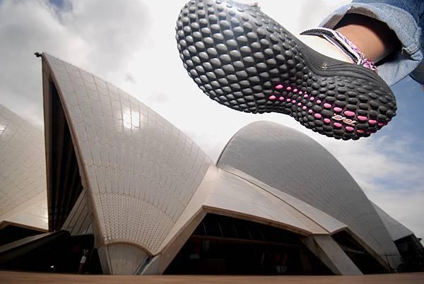 (一)(2)大腳入侵雪梨歌劇院.JPG