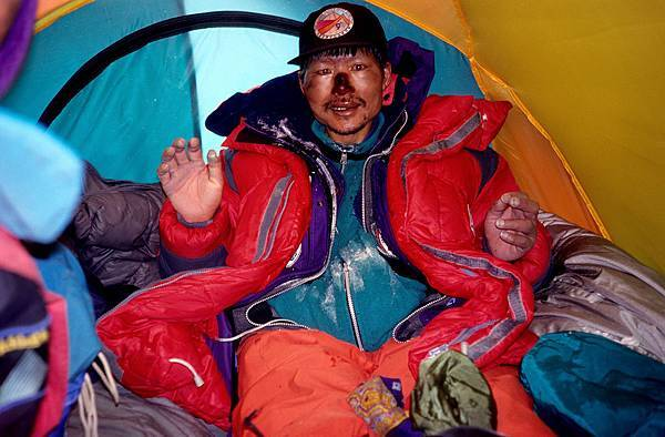 E-1五月十一日回到海拔八千公尺的南坳營地.jpg