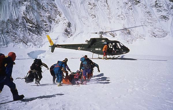E-2直升機降落在海拔六千公尺第一營附近.jpg