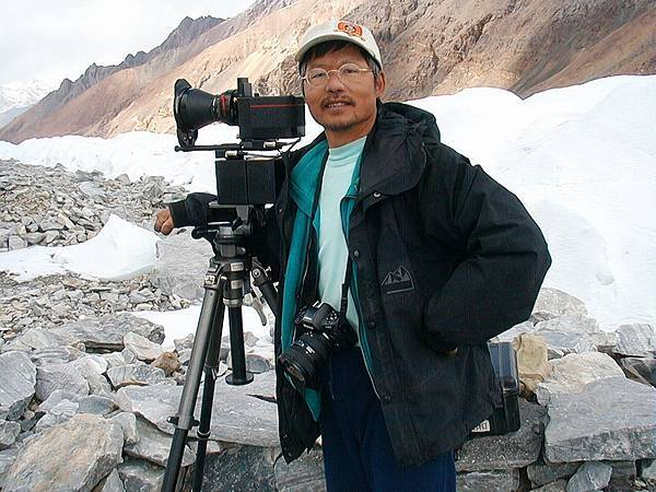 F-6高銘和2001年到新疆的喀拉昆侖山脈.jpg