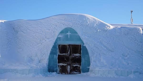 二4Fl象徵純真愛情的冰教堂1.JPG