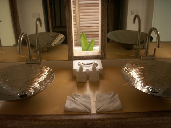 二樓浴室洗手台