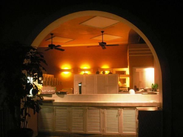 太白度假村夜晚池畔紅鶴餐廳