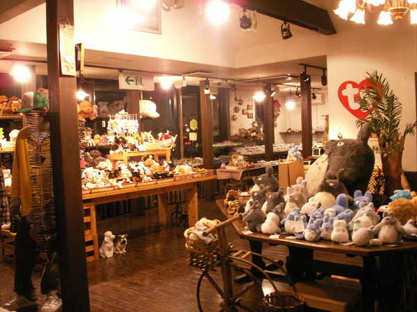 京都嵐山渡月橋對面商店