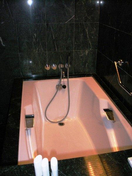 台中永豐棧602號房大理石建材浴室和大浴缸