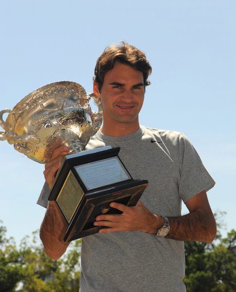 b64e165f69ae310b527dc40551f008f2-getty-tennis-aus-open-trophy.jpg