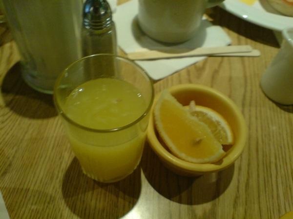 柳橙汁和水果