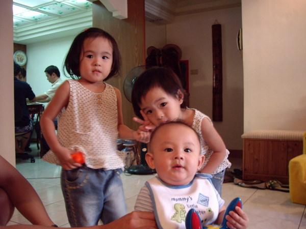 雙胞胎美女和Ren