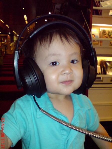 大寶聽音樂