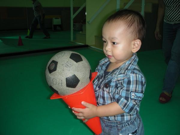 薰王子在學校傳球