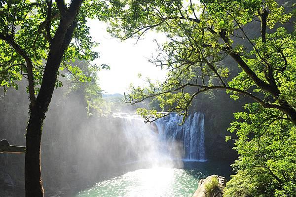 還算漂亮的瀑布