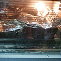 怕上層烤太焦,趕緊蓋上鋁泊紙 20160812