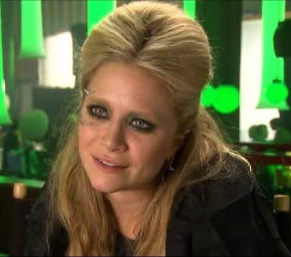 Movie-Beastly-2010-ashley-and-mary-kate-olsen-17554583-604-534